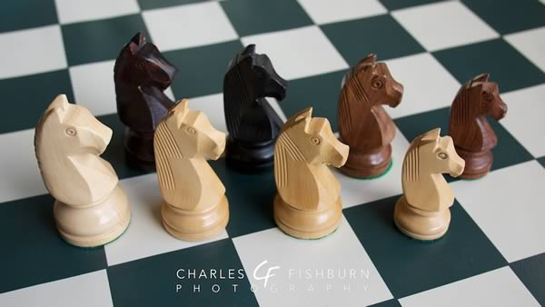 German Knight boxwood chess set